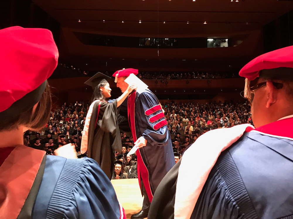 卒業式 首席授与の瞬間