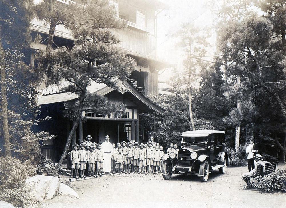 当時の亀の井ホテル(提供:平野資料館)